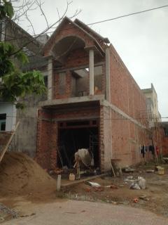 cần bán căn nhà mới xây mặt tiền buôn bán trung tâm thị xã Dĩ An bd